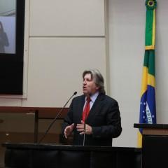 Escola Estadual de Blumenau ganha o nome de Senador Evelásio Viera