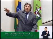Na tribuna Leonel Pavan fala sobre o Centro de Eventos de Balneário Camboriú.