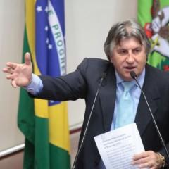 Leonel Pavan critica adiamento da  conclusão da obra da BR-470
